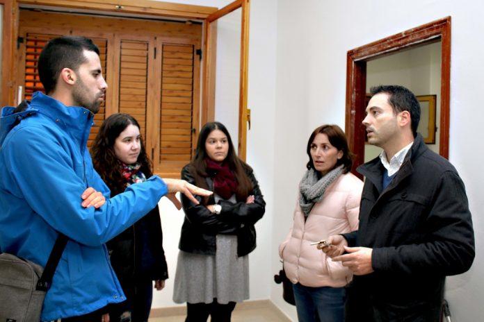alcalde onda ximo huguet concejala urbanisme marta pique entregan claus local social barri moreria